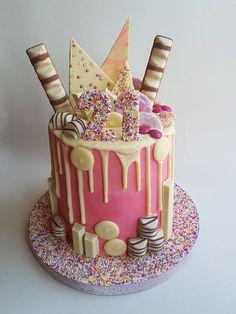 20 ideas cake designs for women girls 30th Birthday Cake For Women, Birthday Cake For Women Elegant, Birthday Drip Cake, Vintage Birthday Cakes, Candy Birthday Cakes, Birtday Cake, Homemade Birthday Cakes, Adult Birthday Cakes, Candy Cakes