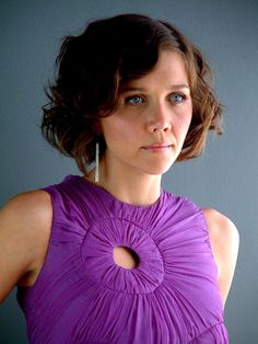 Maggie Gyllenhaal wearing her hair short and in a vintage style with finger waves. Short Curly Haircuts, Short Hair Cuts, Short Curls, Curly Short, Short Waves, Cut My Hair, Wavy Hair, Pretty Hairstyles, Wedding Hairstyles