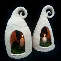 Keramická LAMPA nebo KRMÍTKO pro ptáčky Lampu používám i jako krmítko pro ptáčky. Vyrobeno z hrubé šamotové hlíny - vhodné do zahrady Krmítko, lampa je dost těžká - neuletí Dekorováné pouze do přírodního tonu pruhlednou glazurou Výška cca 40cm