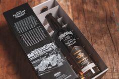 Macardo Chapter 1 ist die neueste Innovation von Macardo. Ein auf 340 handnummerierte Flaschen limitierter Single Malt Whisky ausschliesslich in Fassstärke, traditionell produziert – und inspirierend anders. Ein exquisiter, aufwändig und kunstvoll im Small-Batch-Verfahren destillierter Single Malt Whisky der absoluten Spitzenklasse. Gereift in von Macardo gezielt ausgesuchten, belegten Fässern aus amerikanischer Weisseiche mit einem Islay Cask Finishing. Betont kräftig, mit einer würzigen… Whisky, Rauch, Starbucks Iced Coffee, Cocktails, Drinks, Coffee Bottle, Innovation, White Oak Tree, Barrel