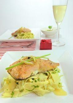 Somon cu sos de unt si lamaie Cooking Recipes, Healthy Recipes, Fish Recipes, Food Inspiration, Potato Salad, Seafood, Food And Drink, Chicken, Dinner