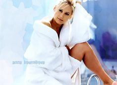Anna Kournikova's potential replacement in the professional tennis ranks, Violetta Degtiareva died of a heart attack which has left many fans stunned. Description from chinese.fansshare.com. I searched for this on bing.com/images