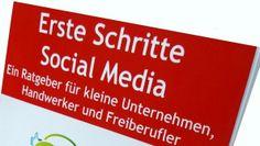 """Seit April 2014 auch als eBook erhältlich: Mein Buch """"Erste Schritte #Social #Media - Ein #Ratgeber für kleine #Unternehmen, #Handwerker und #Freiberufler"""" (Taschenbuch = ISBN #9781495330377, #eBook = ASIN #B00JBA0X2K). Schwerpunkt: Social-Media-Marketing - Themen: Social-Media-Strategie, praxisorientierte Anregungen zu Twitter, Facebook, XING, #Pinterest, YouTube, zum unternehmerischen """"Bloggen"""", Umgang mit Bewertungen in Verbraucherportalen, Erfolgsmessung und Monitoring."""