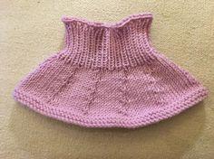 Rosa hals til baby. Strikket av Drops Merino Ekstra Fine, 100 ull. Ullvask 30 grader, bruk Milo, tørkes flatt. Kids And Parenting, Beanie, Knitting, Crochet, Tours, Shopping, Dresses, Fashion, Long Scarf