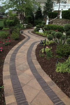 Walkway by Unilock with Umbriano® paver and Copthorne® accent