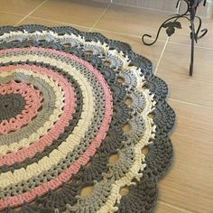 Carpet Runner Rods For Stairs Crochet Mat, Free Crochet Bag, Crochet Carpet, Crochet Cushions, Crochet Doilies, Crochet Placemat Patterns, Granny Square Crochet Pattern, Crochet Round, Crochet Patterns Amigurumi