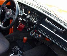 1972 Beetle Dash - Notice the position of the gauges. Volkswagen Karmann Ghia, Volkswagen Bus, Beetle Bug, Vw Beetles, Kit Cars Replica, Volkswagen Interior, Custom Vw Bug, Vw Cabriolet, Beetle Convertible