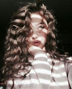 Portrait Photography Idea Inspiration Creative Shadow Light Moody Model Curl Source by FeeSchoenwald Self Portrait Photography, Portrait Photography Poses, Photography Poses Women, Tumblr Photography, Creative Photography, Selfie Photography Ideas, Portrait Lighting, Photography Tutorials, Fashion Photography