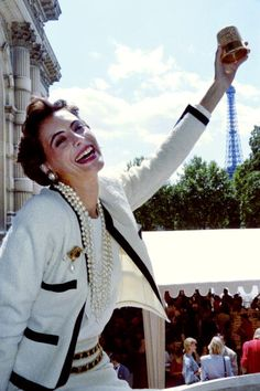 French model Ines de la Fressange poses with the 'golden thimble' awarded by Chanel on July 31, 1986 in Paris.