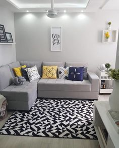 Gray sofa: 85 ideas on how to use this versatile furniture for decoration - ChecoPie Living Room Grey, Rugs In Living Room, Living Room Decor, Living Room Tv Unit Designs, Interior Design Living Room, Cozy Sofa, Kitchen Cabinets Decor, Minimalist Decor, Decoration