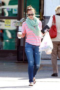 Minka Kelly Pashmina - Minka Kelly made an LA Starbucks run wearing a stylish seafoam green pashmina scarf. Minka Kelly Style, Jean Outfits, Cute Outfits, Diva Fashion, Fashion Outfits, Summer Sandals, Sexy Jeans, Casual Looks, Casual Wear