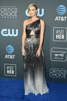 Charlize Theron Photos - Charlize Theron attends the annual Critics' Choice Awards at Barker Hangar on January 2019 in Santa Monica, California. - The Annual Critics' Choice Awards - Arrivals Metallic Dress, Silver Dress, Gray Dress, Lady Gaga, Critic Choice Awards, Critics Choice, Elizabeth Olsen, Mary Elizabeth, Alexandre Vauthier