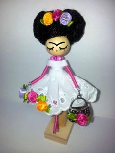 Frida Kahlo doll brooch/Broche Frida Kahlo