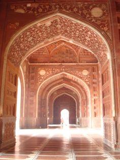 Arches_in_the_Taj_Mahal_Mosque_interior,_Agra.jpg (2304×3072)