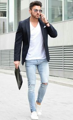 How to Wear a Black Blazer For Men looks & outfits) Blazer Outfits Men, Mens Fashion Blazer, Mens Fashion Blog, Casual Outfits, Men Casual, Men's Fashion, Black Blazer Outfit Casual, Joggers Outfit, Fashion Guide