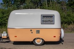 Minnie the Boler after her renovation. This 1971 Boler is a true piece of Canadian history - and now she's at home in California. Happy Camper Trailer, Scamp Trailer, Vintage Campers Trailers, Retro Campers, Camper Trailers, Happy Campers, Tiny Camper, Car Camper, Small Campers