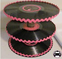 Super criativo esse suporte de cupcakes. Acesse também: www.guiafestabrasil.com.br