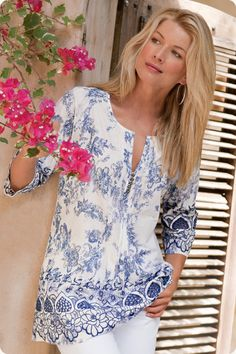 Beautiful embroidery with a classic print- Nimes Tunic - Lightweight Tunic, Cutwork Embroidery, Floral Toile Basic Fashion, Fashion Over 50, Look Fashion, Fashion Outfits, Comfortable Outfits, Casual Outfits, Cute Outfits, Fashion Pattern, Cutwork Embroidery