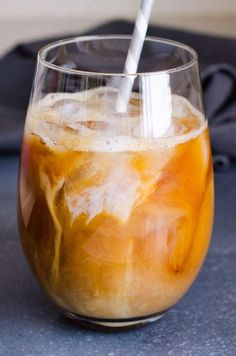 Iced Coffee Recipes Healthy Iced Coffee Recipe with almond milk, sugar free, low calorie, and much cheaper and healthier than Starbucks. Healthy Iced Coffee, Thai Iced Coffee, Homemade Iced Coffee, Vanilla Iced Coffee, Almond Milk Coffee, Iced Coffee Drinks, Coffee Coffee, Coffee Maker, Homemade Frappuccino