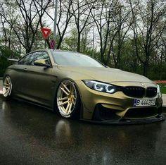 BMW Z-Performance F82 M4 matte green slammed
