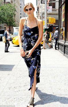 Karlie Kloss keeps cool in flirty floral sundress - Celebrity Fashion Trends