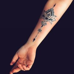 Mon tatouage: je l'adore!! #tattooideas #tattoosforwomen Arm Tattoos For Women Forearm, Lower Arm Tattoos, Inner Forearm Tattoo, Forearm Tattoos, Body Art Tattoos, Girl Tattoos, Tattoos For Guys, Sleeve Tattoos, Tattoo Thigh