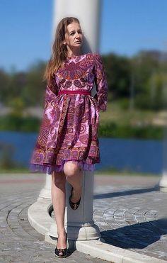 Платье `Розовый Фламинго`. Платье сшито из Павловопосадского платка розовый 'Фаворит', рукав четверть, молния сзади. поясок .   В таком платье Вы сможете пойти на премьеру в театр, на концерт, на презентацию книги модного писателя, на открытие…