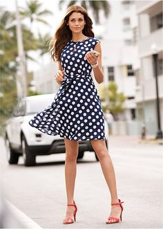 Puntíkované šaty Elegantní šaty značky • 699.0 Kč • bonprix