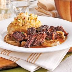 Attendrissez une découpe plus coriace tel le rôti de palette en la faisant cuire doucement à la mijoteuse. Ajoutez-lui des saveurs de moutarde et d'érable, et vous serez conquis!
