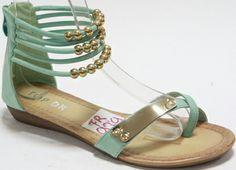 Sandaal groen met kralen € 22,95  Kijk op https://www.facebook.com/pages/Zus-en-Zo-Schoenen/268714696607379