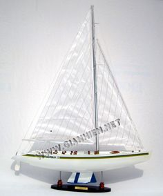 MODEL YACHT AUSTRALIA II - Our model is hand-crafted from wood, planks on frame construction and painted as the original colors.