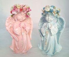 Preço da unidade  Anjos em Gesso pintura provençal c/flores e mini terço  fazemos em outras cores  Medidas: 20 cm Altura x 12 cm Largura x 9 cm espessura