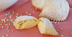 I ravioli dolci di ricotta sono dei dolci fritti tipici del Carnevale preparati con una sfoglia farcita con ricotta e zucchero profumati alla vaniglia.