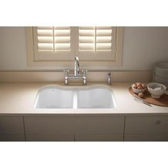 Hartland Undermount Cast Iron 33 In. 5 Hole Double Bowl Kitchen Sink In  White