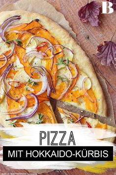 The classic of autumn recipes in pizza form - delicious! Delicious healthy pizza with pumpkin, feta Vegetarian Recepies, Vegetarian Pizza, Healthy Pizza, Feta, Pumpkin Pizza, Crockpot Recipes, Healthy Recipes, Cooking Together, Pizza Logo