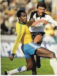 Brazil 1 Austria 0 in 1978 in Buenos Aires. Hans Krankl fires a shot at goal in Group 3 at the World Cup Finals. English Football League, World Cup Final, Fifa World Cup, Football Players, Rey, Austria, Finals, Brazil, Buenos Aires