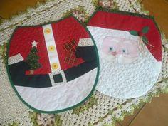 Conjunto de capa para vaso sanitário e tapete em papai noel, confeccionados com tecidos 100% algodão. R$139,00