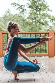 Beautiful Yoga Poses, Cool Yoga Poses, Outdoor Yoga, Corps Yoga, Yoga Nature, Yoga Pictures, Yoga Moves, Kundalini Yoga, Hatha Yoga Poses