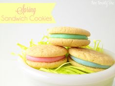 spring sandwich cookies - recipe in foodie Easy Sugar Cookies, No Bake Cookies, Easter Cookies, Easter Treats, Baking Recipes, Cookie Recipes, Dessert Recipes, Delicious Desserts, Pie Dessert