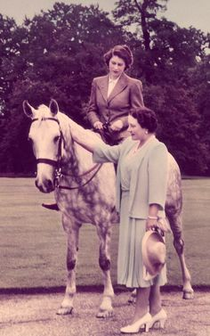 The Queen Mother stands next to Princess Elizabeth who rides a horse at the Royal Lodge in Windsor, July 1946 Elizabeth Ii Young, Princess Elizabeth, Queen Elizabeth Ii, English Royal Family, British Royal Families, Hm The Queen, Save The Queen, Royal Lodge, Queen Mother
