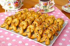 Sirkeli Tuzlu Kurabiye Chicken Wings, Carrots, Menu, Vegetables, Food, Baby Knitting, Knitting Patterns, Menu Board Design, Knit Patterns