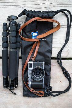 Sirui T-025X and Fuji X100s size comparison