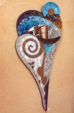 """""""Miroir à l'oeil"""" émaux de verre, grès, bois, céramique.   Mirror by Patricia Hourcq."""