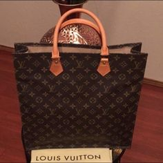 Authentic Sac Plat In amazing condition! Louis Vuitton Bags