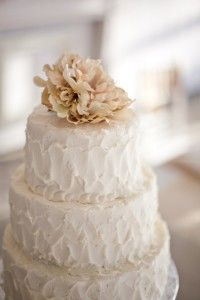"Truly love texture on wedding cakes - this is definitely ""rustic chic"" but simply elegant! #pinBellaFigura"