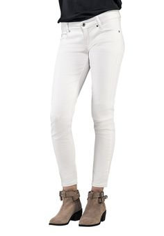 Tailor-made jeans, chinos und shorts. The Perfect Fit Iceland, Bespoke, White Jeans, Perfect Fit, Shorts, Fitness, Pants, Women, Fashion