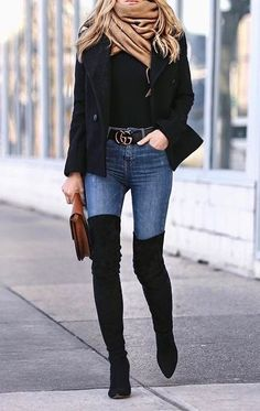 Blue jeans with all black. Tendance Automne Hiver 2017, Tendances Automne  Hiver, Mode ae30f1e774a3