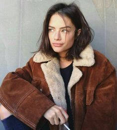 Brown winter coat Related posts: 50 Balayage Hair Ideas in Brown to Caramel Tone 40 Street Style Outfits To Wear This Winter – Shake that. Look Fashion, Fashion Models, Fashion Beauty, Winter Fashion, Fashion Trends, Catwalk Fashion, 90s Fashion, Trendy Fashion, Latest Fashion