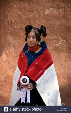 Stock Photo - A young Native-American (Hopi) woman wearing traditional Hopi clothing, jewelry and hairstyle at the Santa Fe Indian Market American Indian Girl, American Indian Tattoos, Native American Girls, Native American Pictures, Native American Beauty, Native American Hairstyles, Native American Proverb, American Symbols, Mexican Hairstyles
