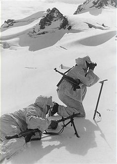 1st Mountain Division of the German Wehrmacht; mountain infantry at Caucasus a patrol positioning machine gun, pin by Paolo Marzioli